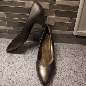 Bruno Magli pewter leather pumps